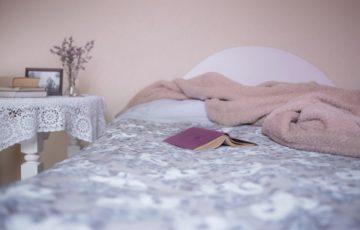 krevet-knjiga-posteljina