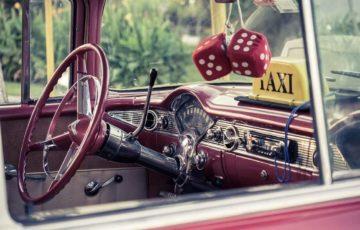 presladak-auto-taksi-roze-boje